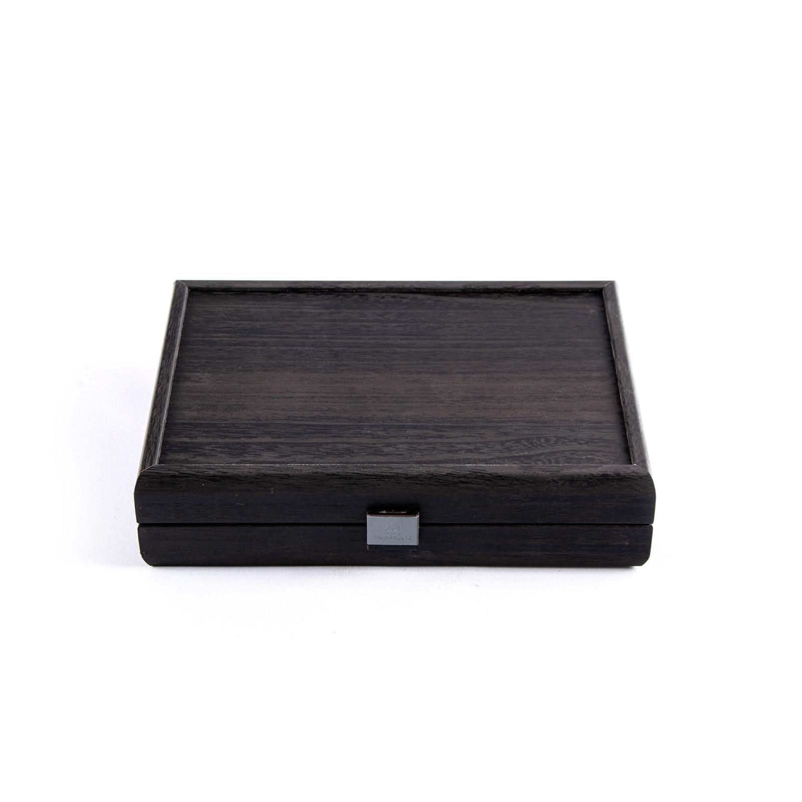 Spielkartenset in schwarzer Holzbox, ausgelegt mit feinem Velour