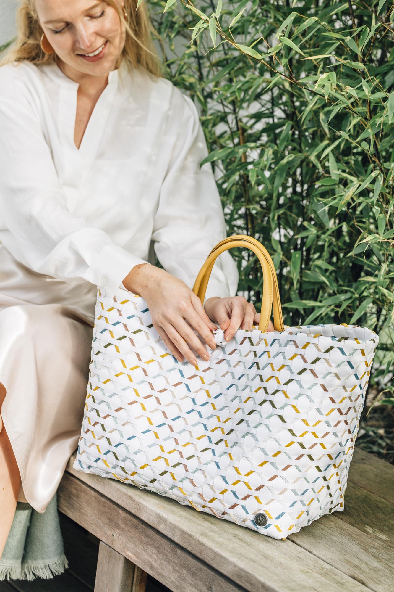 Summer shades  Strandtasche und Shopper aus 70% recyceltem Plastik senf mix